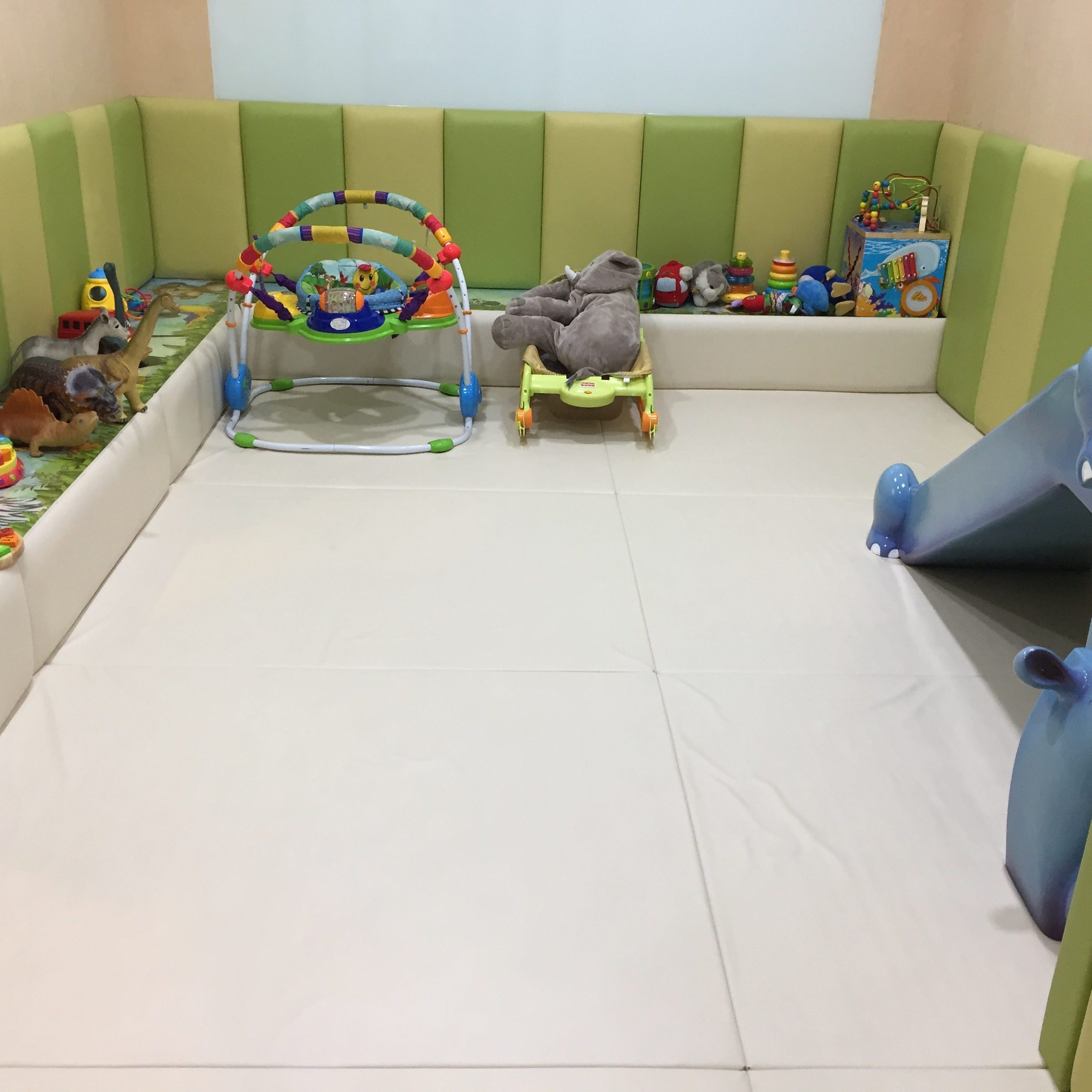 Kid Cafe Furniture: Baby Z Travelling Around Seoul